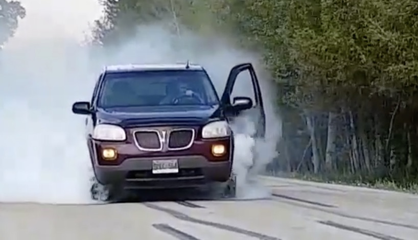 Pontiac-Montana-SV6-Does-Burnout